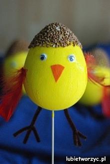 Kurczaczek wykonany ze styropianowego jajka