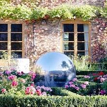 Wodna kula w ogrodzie