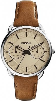 Damski zegarek Fossil w odcieniach miodu. Piękna tarcza z delikatną fakturą i ciekawym datownikiem