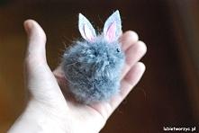 Filmik ukazujący sposób tworzenia uroczego zajączka (vel króliczka) z wełnian...