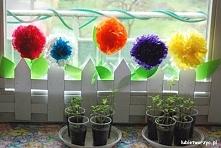 Ogródek z bibułkowymi kwiatami - wiosenna dekoracja