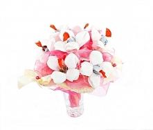 Bukiet dla dziewczynki na komunie, urodziny, 18-nastkę z cukierkami Schoko Bons od 7 do 18 cukierków.  Więcej na kwiatyupominki.net