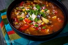 zupa meksykańska 2 duże cebule, 2 ząbki czosnku, 2 czerwone papryki, jedna pa...