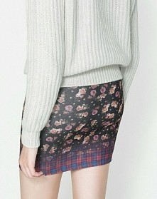 Sprzedam te spódniczkę z zary cena: 47 zł +kW :) więcej na pollypolly217@gmail.com jest nowa z metka :)