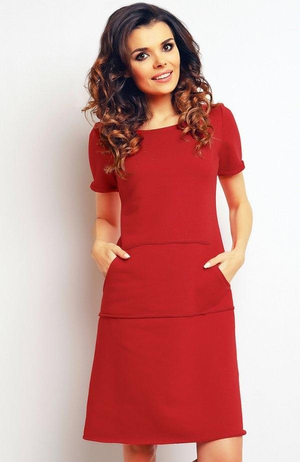Infinite You M073 sukienka czerwona Stylowa sukienka, okrągły dekolt, z przodu duża kieszeń kangurka, krótki rękaw