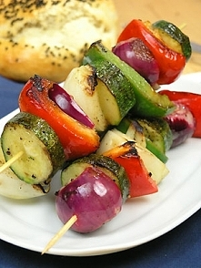 Szaszłyki z warzyw marynowanych w oliwie i soku cytrynowym