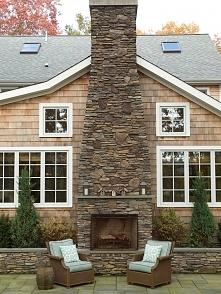 Nietypowy kominek 2 w 1, kominek, który na zewnątrz domu pełni rolę grilla, w...