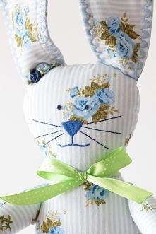 ...króliczek w błękitne róże...super przytulanka dla dziecka ;-)