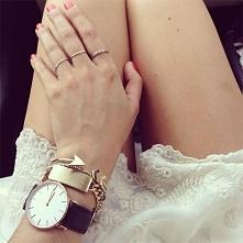Mnóstwo zegarków na pasku w...