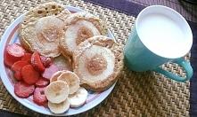 pełnoziarniste pancakes z jabłkiem .