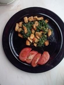 Mój dzisiejszy obiad :) Kurczak, szpinak i pomidor.