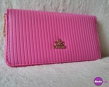 Piękny malinowy portfel dos...