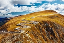 Jedna z malowniczych dróg w Rumunii
