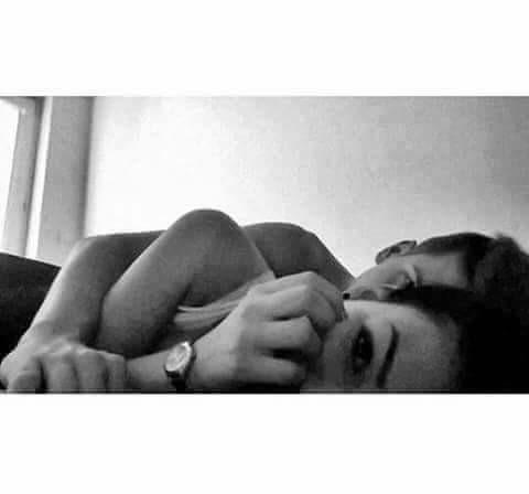 #miłość #przytulas #hug #kiss #pocałunek #łóżko #bed #watch #zegarek #cute #slodko #blackandwhite