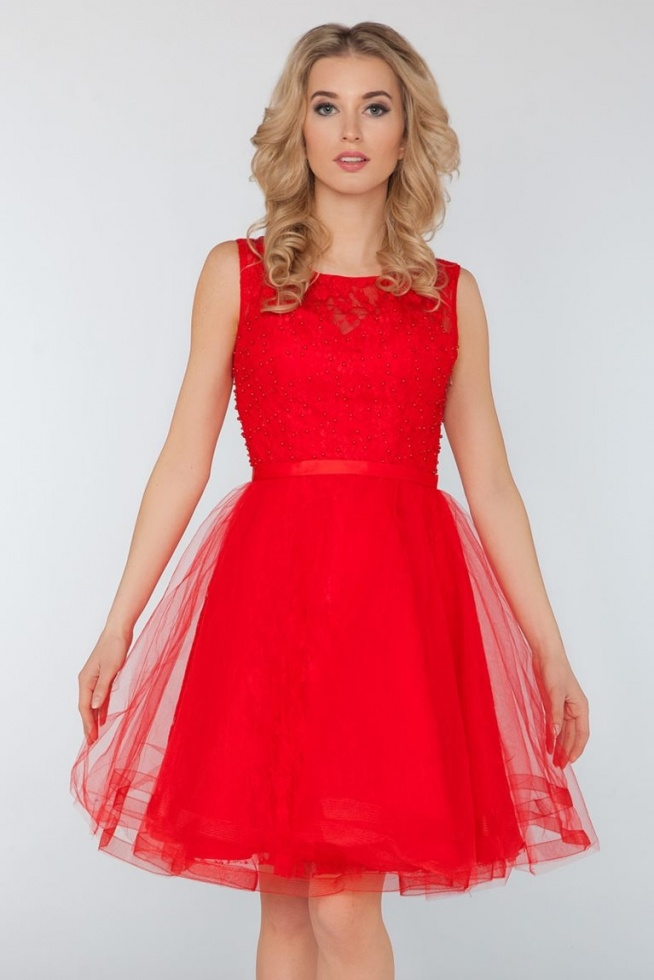 Wieczorowa koronkowa sukienka z perełkami czerwona