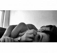 #miłość #przytulas #hug #kiss #pocałunek #łóżko #bed #watch #zegarek #cute #s...