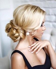 Piękne blond upięcie idealne na dowolną imprezę okolicznościową, wesele czy każdą inną okazję