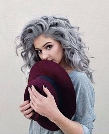 Zakochałam się! Piękne włosy, twarz i kapelusz *.*
