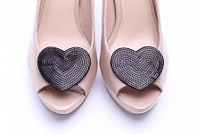 Oryginalne, eleganckie klipsy do butów wykonane z czarnych cekinów.   Do kupienia w sklepie internetowym Madame Allure!