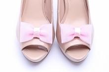 Klipsy do butów w kolorze pudrowego różu. Wspaniałe dla Panny Młodej!  Do kupienia w sklepie internetowym Madame Allure :)