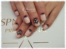 Pudrowy róż i ręcznie malowane zdobienia   Nails by Olga, Studio Magnetic Nails Kielce
