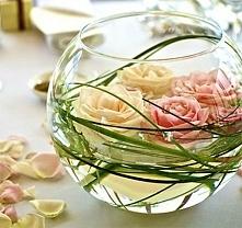 Dekoracje z róż na stół weselny - inspiracje.>