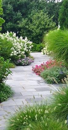 Romantyczna alejka w ogrodzie przy Twoim domu? Czemu nie! Zobacz niezwykłe inspiracje na zieleń w ogrodzie i piękny ogródek przy domu - zapraszam do kolejnego wpisu na blogu u P...