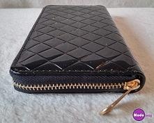Czarny pikowany portfel <...