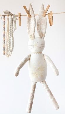 Króliczek z haftowanym brzuszkiem.Wyjątkowa przytulanka dla dziecka ;-)