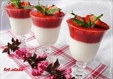Składniki: 400 g jogurt grecki 150 g cukru pudru 400 g truskawek 150 g cukru pudru 1 szt żelatyna-fix deserowa Przygotowanie: Żelatynę przygotować wg przepisu na opakowaniu. Jog...