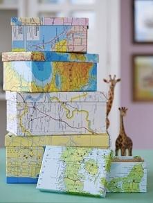 pudełka obklejone mapa