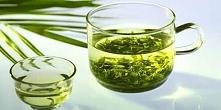 wcierka do włosów:L Zaparz zieloną herbatę w szklance wody o temperaturze 60–85°C. Poczekaj do momentu jej całkowitego ostygnięcia, a następnie wetrzyj ją dokładnie w okolice sk...