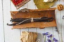 Płukanka z kory dębu: Korę dębu dostaniesz w każdej aptece. Umieść korę w garnku, zalej wodą i gotuj przez 10 minut. Przecedź napar przez sito i z użyciem odczekaj do momentu ca...