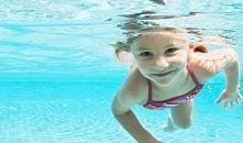 Chcesz nauczyć się pływać? Zobacz praktyczne wskazówki dla początkujących. Pł...