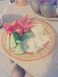 warzywa z dipami jogurtowymi ( czosnek, kurkuma, chili) ^^