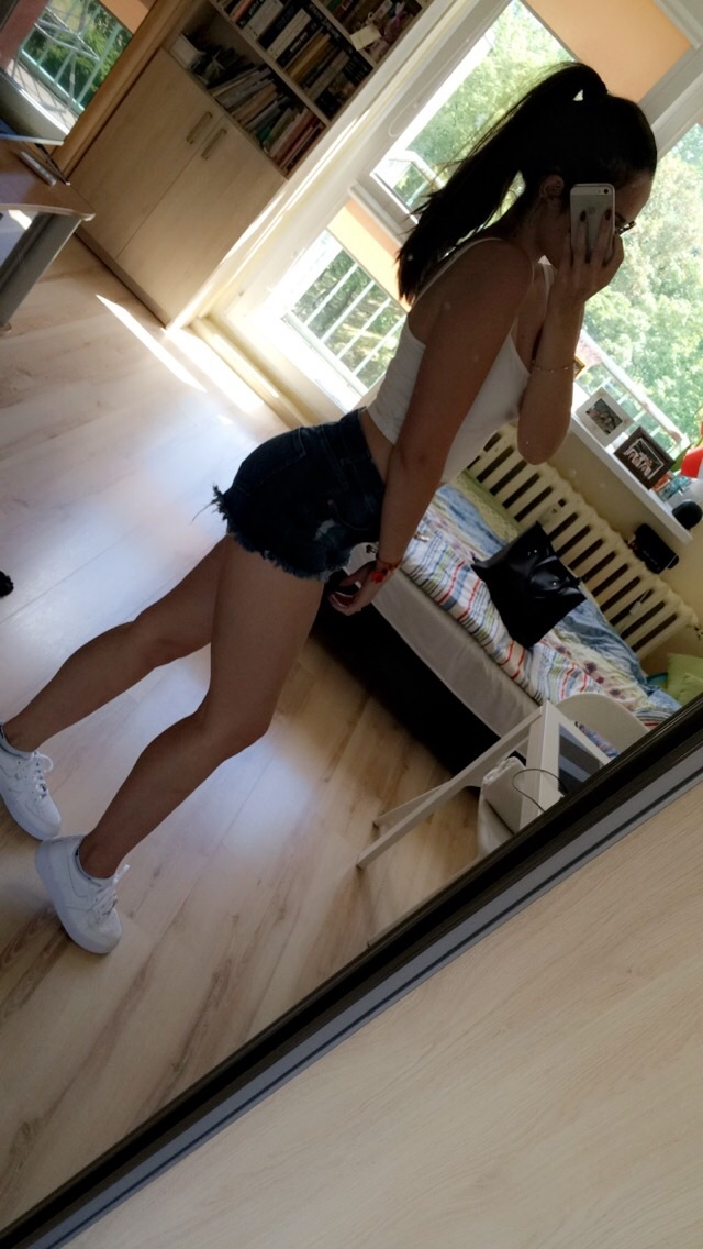Zbliza sie lato, powiedzcie w co lubicie sie ubierac w mega upaly i czy cwiczycie na silce czy na dworze?:)