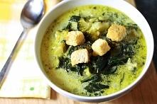 Włoska zupa z brokułami i szpinakiem