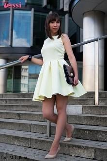 Bardzo piękna i gustowna rozkloszowana sukienka z kieszeniami na tiulu. Być jak Audrey Hepburn... ❤
