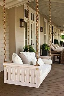 Piękna huśtawka na taras czy werandę - zobacz jak wygląda, zainspiruj się i stwórz taką przy swoim domu! Zapraszam do wpisu na blogu Pani Dyrektor, gdzie znajdziesz mnóstwo insp...