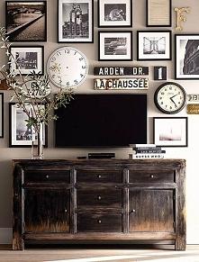 Jak ukryć telewizor w salonie? Może telewizor wśród obrazów? Zobacz i zainspiruj się! Zapraszam do posta po ciekawe pomysły i niezwykłe inspiracje!