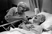 Moim marzeniem jest spotkać osobę, z którą spędziłabym resztę życia. Żebyśmy byli bardzo szczęśliwi tak jak pan i pani na zdjęciu i nie ważne czy w zdrowiu czy w chorobie ale ra...
