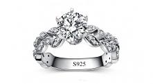 cudowny pierścionek zaręczynowy