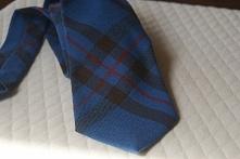 ,piękny krawat raz załorzony wełna krata braz czerwień 100% wełna dł 140 szer 8