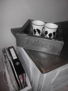 pudełko lub tacka drewniana imitująca metal z napisem metalowym Time To Relax