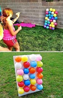 napełnić baloniki jakimiś cukierkami i rzucać w nie strzałkami