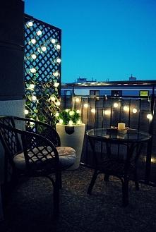 Nasz balkon :) Girlanda zrobiona z lampek LED z Ikea (SKRUV) oraz piłek do pi...