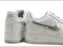 Buty damskie Nike Air Force 1 Białe ze srebrnym znaczkiem.