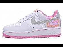 Buty damskie Nike Air Force 1 biało-różowe ze srebrnym znaczkiem. Dostępne na sklep-air-max.pl