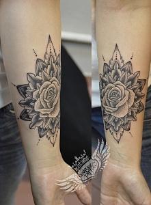 Mandala/róża tatuaż