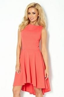 Elegancka sukienka, pięknie podkreśla kobiece kształty. Tył przedłużany. Modne kolory do wyboru.  Sklep Allettante.pl